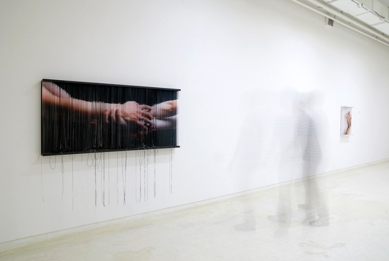 (4)String Mirror_open me_0812  print on elastic strings , steel frame  90 x 200 x 14 cm  2008